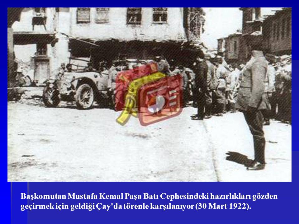 Başkomutan Mustafa Kemal Paşa Batı Cephesindeki hazırlıkları gözden geçirmek için geldiği Çay da törenle karşılanıyor (30 Mart 1922).