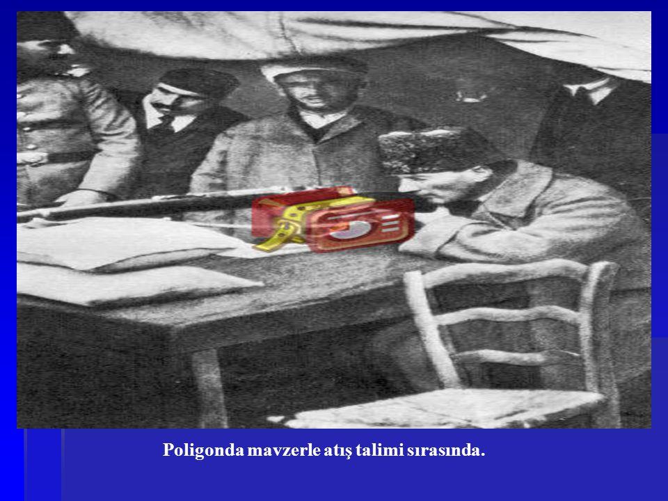 Poligonda mavzerle atış talimi sırasında.