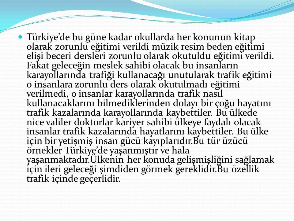 Türkiye'de bu güne kadar okullarda her konunun kitap olarak zorunlu eğitimi verildi müzik resim beden eğitimi elişi beceri dersleri zorunlu olarak okutuldu eğitimi verildi.