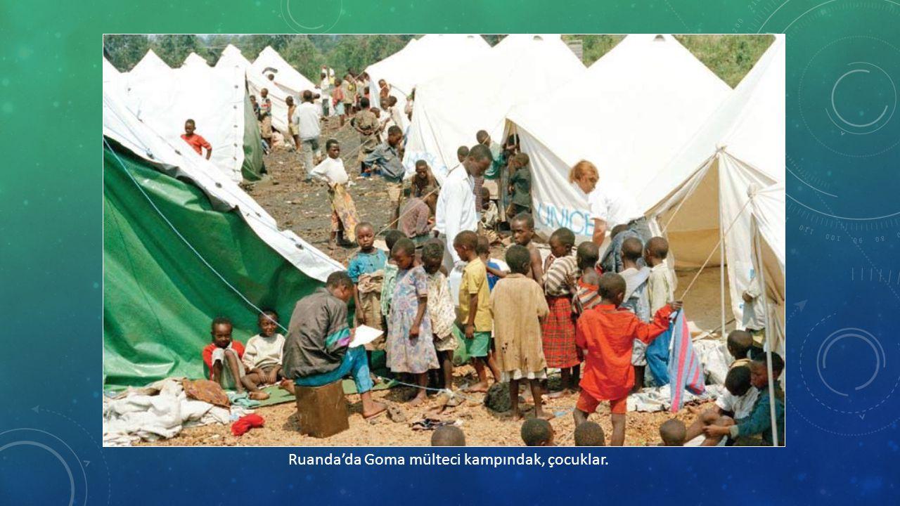Ruanda'da Goma mülteci kampındak, çocuklar.