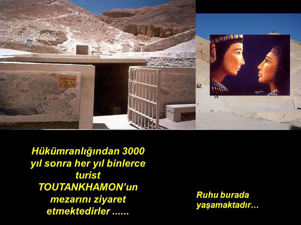 Hükümranlığından 3000 yıl sonra her yıl binlerce turist TOUTANKHAMON'un mezarını ziyaret etmektedirler ......