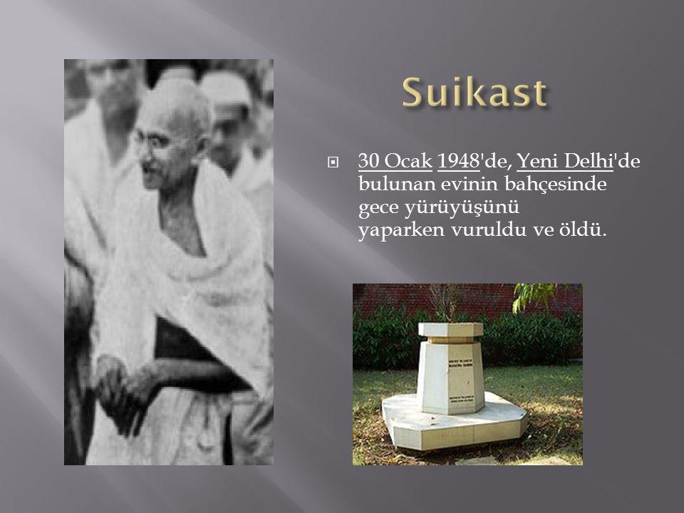 Suikast 30 Ocak 1948 de, Yeni Delhi de bulunan evinin bahçesinde gece yürüyüşünü yaparken vuruldu ve öldü.
