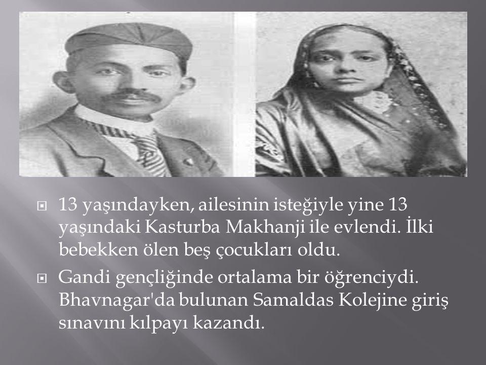 13 yaşındayken, ailesinin isteğiyle yine 13 yaşındaki Kasturba Makhanji ile evlendi. İlki bebekken ölen beş çocukları oldu.