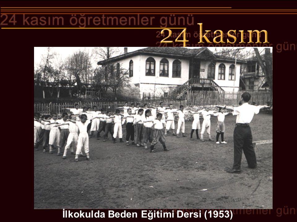 İlkokulda Beden Eğitimi Dersi (1953)