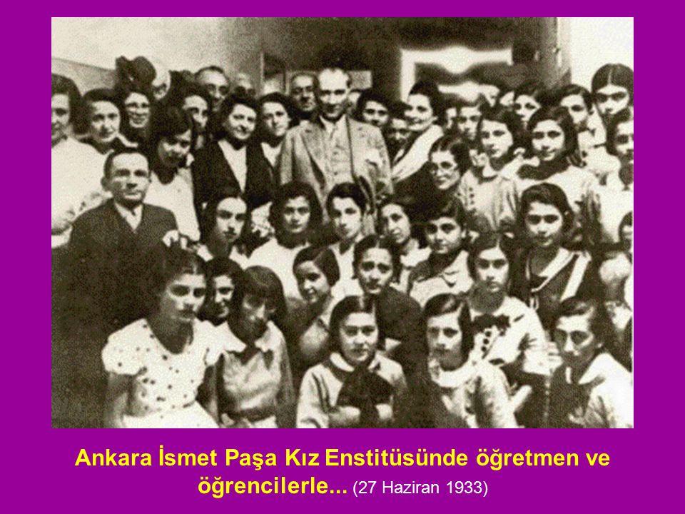 Ankara İsmet Paşa Kız Enstitüsünde öğretmen ve öğrencilerle