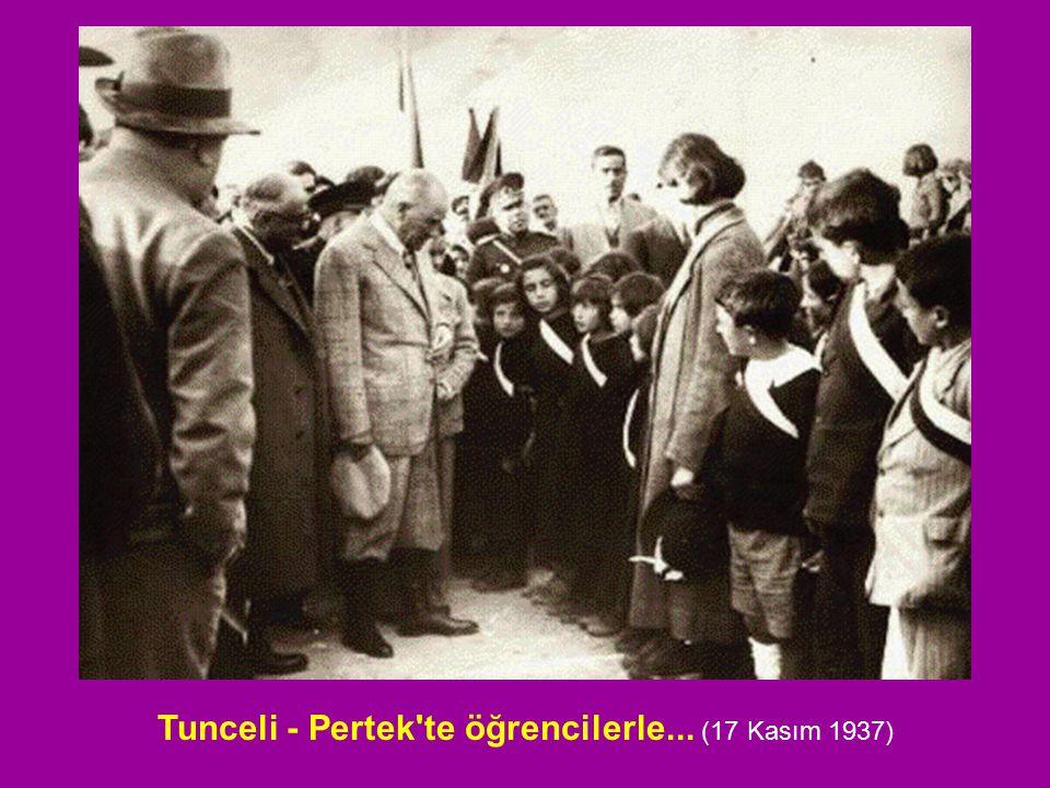 Tunceli - Pertek te öğrencilerle... (17 Kasım 1937)
