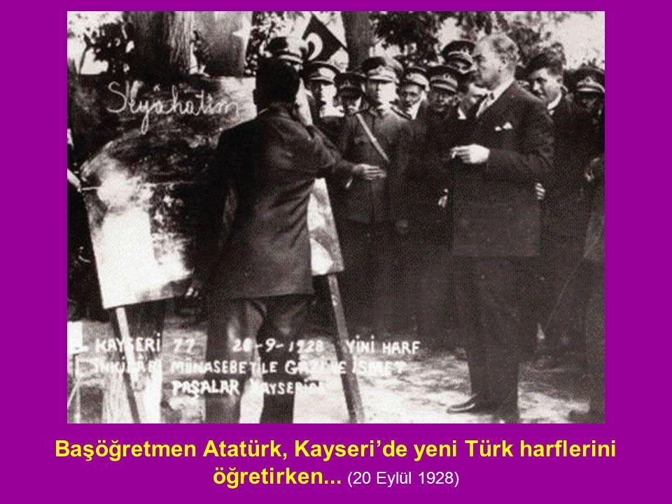 Başöğretmen Atatürk, Kayseri'de yeni Türk harflerini öğretirken