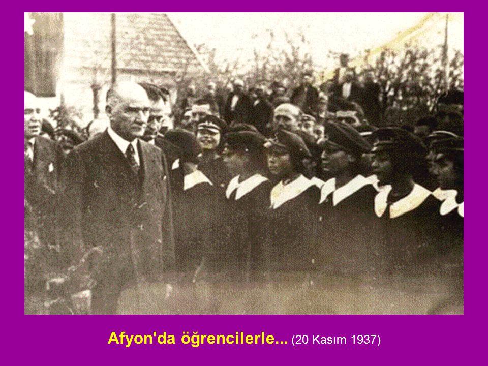 Afyon da öğrencilerle... (20 Kasım 1937)