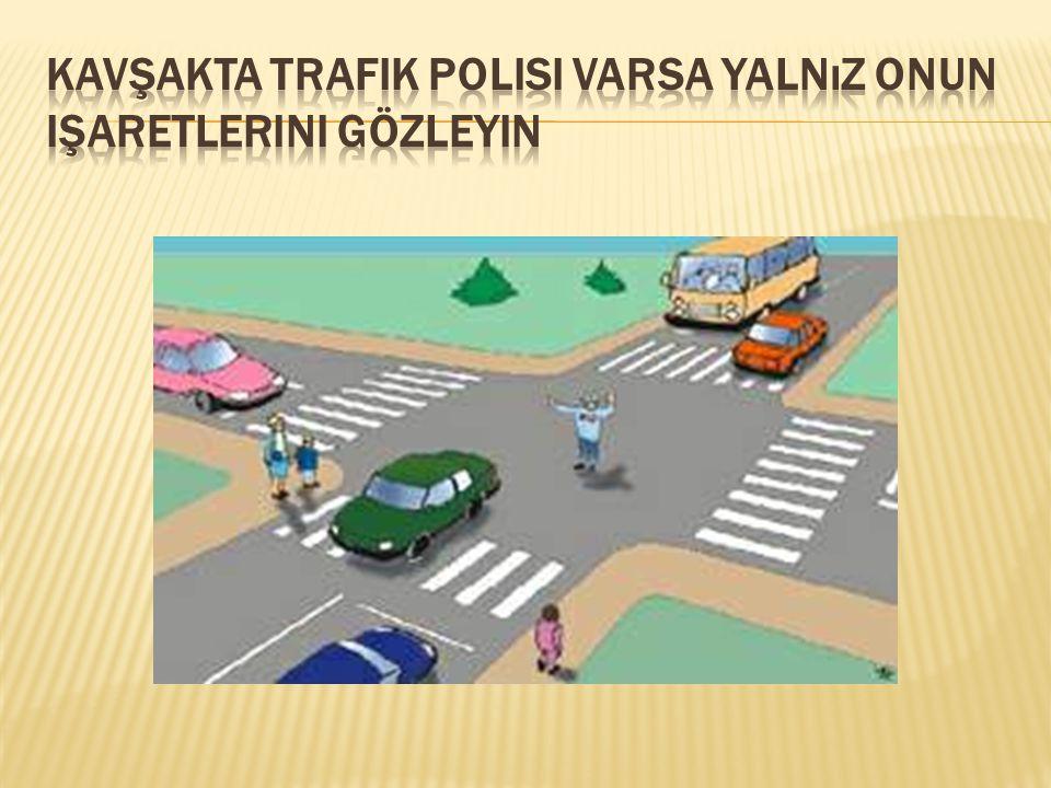 Kavşakta trafik polisi varsa yalnız onun işaretlerini gözleyin