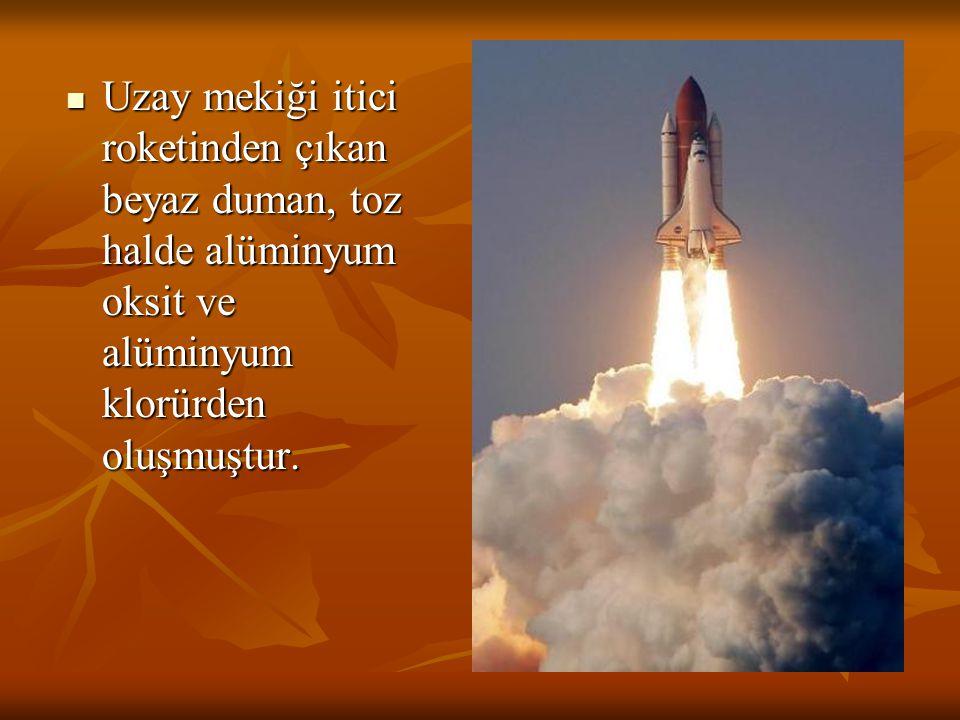 Uzay mekiği itici roketinden çıkan beyaz duman, toz halde alüminyum oksit ve alüminyum klorürden oluşmuştur.