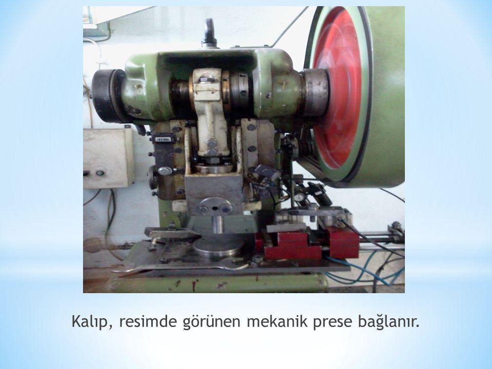 Kalıp, resimde görünen mekanik prese bağlanır.
