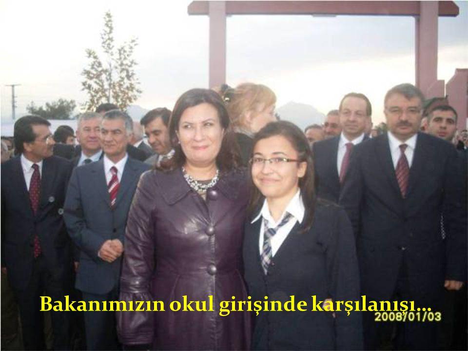 Bakanımızın okul girişinde karşılanışı…