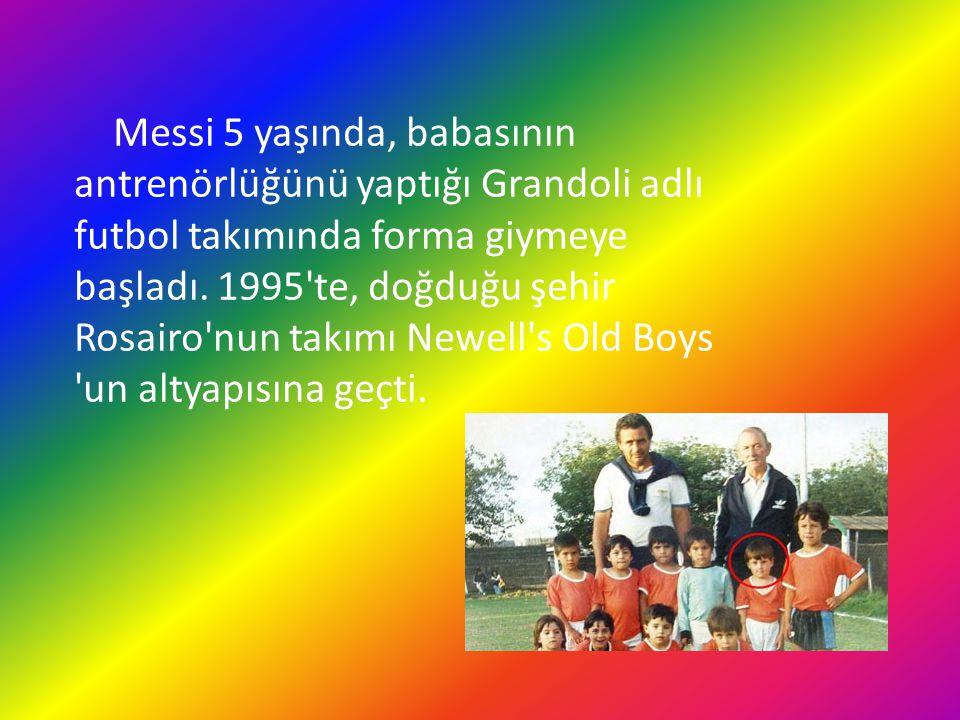 Messi 5 yaşında, babasının antrenörlüğünü yaptığı Grandoli adlı futbol takımında forma giymeye başladı.