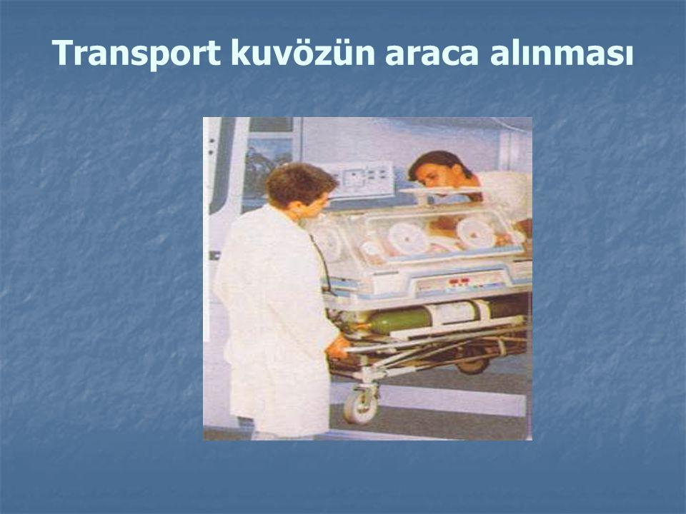 Transport kuvözün araca alınması