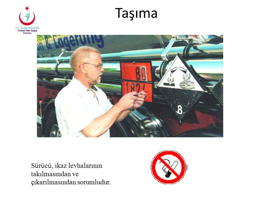 Taşıma Sürücü, ikaz levhalarının takılmasından ve çıkarılmasından sorumludur.