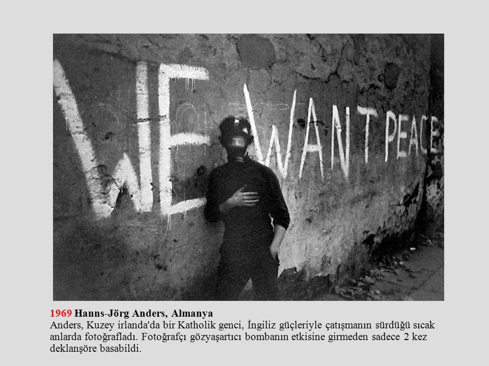 1969 Hanns-Jörg Anders, Almanya Anders, Kuzey irlanda da bir Katholik genci, İngiliz güçleriyle çatışmanın sürdüğü sıcak anlarda fotoğrafladı.