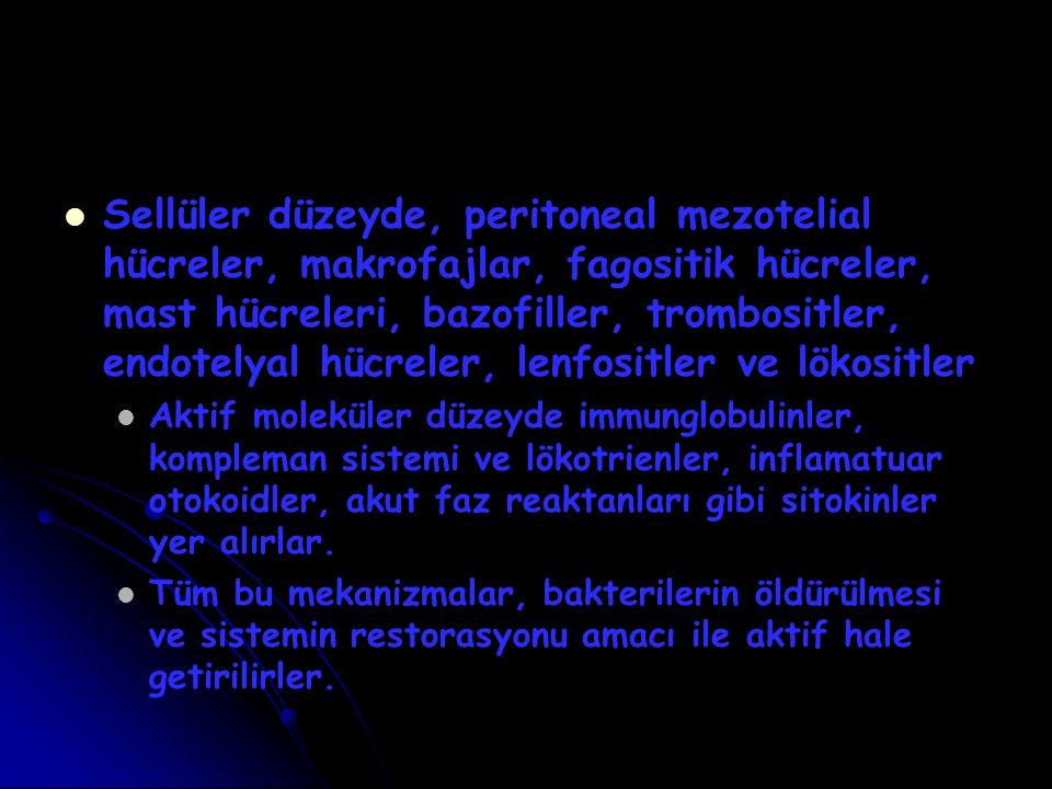 Sellüler düzeyde, peritoneal mezotelial hücreler, makrofajlar, fagositik hücreler, mast hücreleri, bazofiller, trombositler, endotelyal hücreler, lenfositler ve lökositler