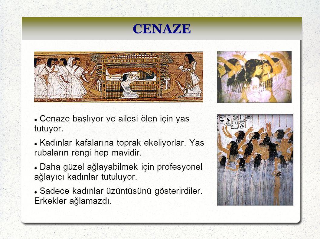 CENAZE Cenaze başlıyor ve ailesi ölen için yas tutuyor.