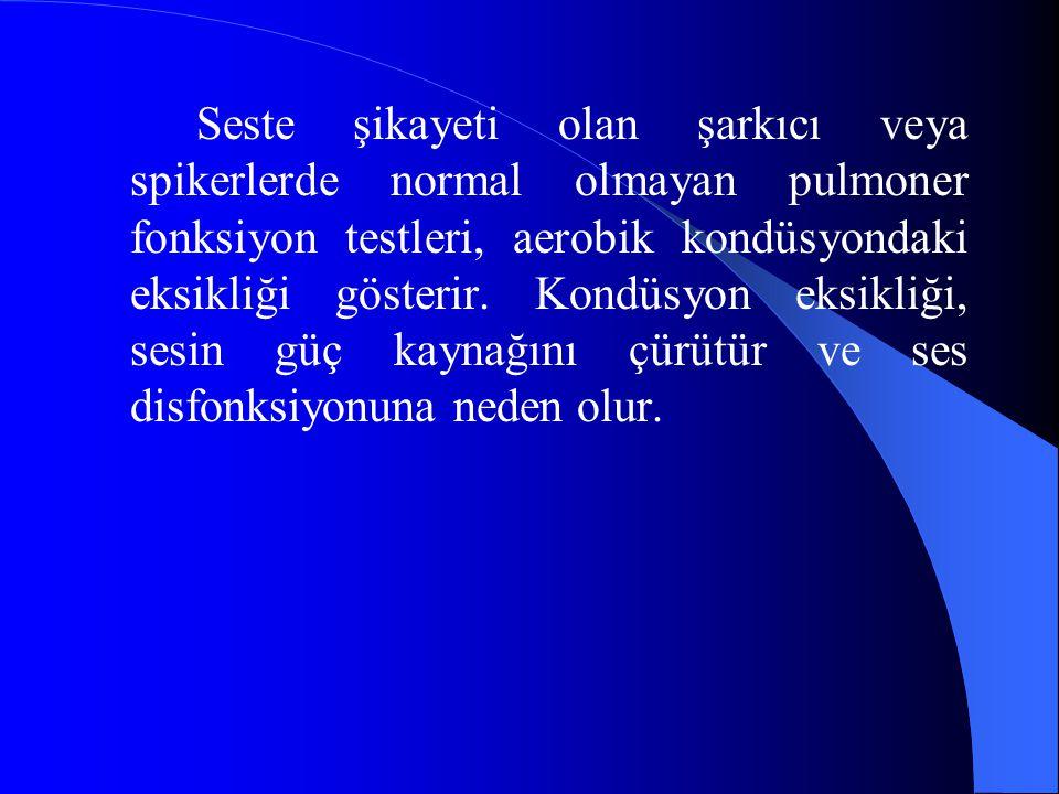 Seste şikayeti olan şarkıcı veya spikerlerde normal olmayan pulmoner fonksiyon testleri, aerobik kondüsyondaki eksikliği gösterir.