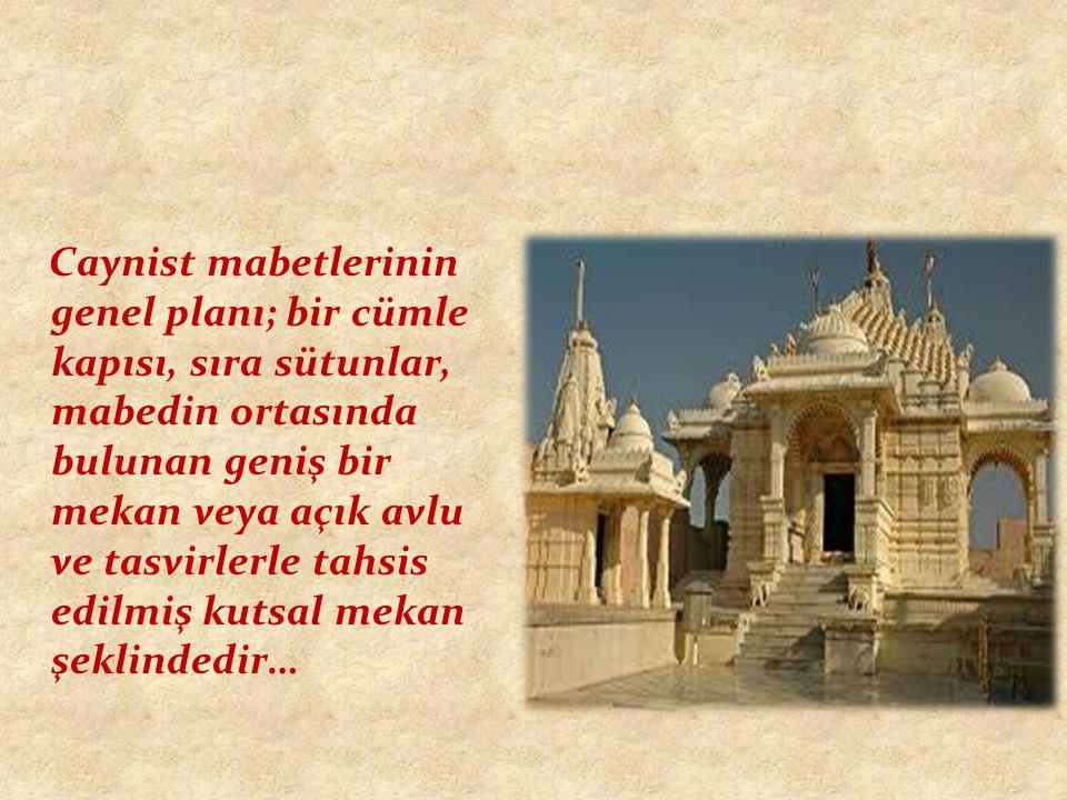 Caynist mabetlerinin genel planı; bir cümle kapısı, sıra sütunlar, mabedin ortasında bulunan geniş bir mekan veya açık avlu ve tasvirlerle tahsis edilmiş kutsal mekan şeklindedir…
