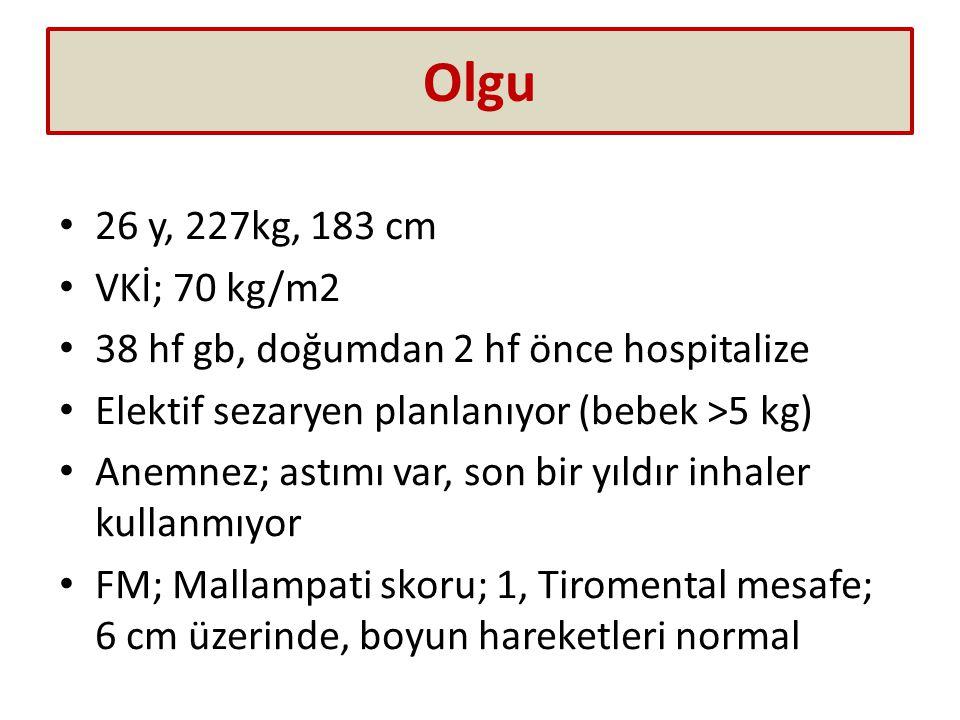 Olgu 26 y, 227kg, 183 cm. VKİ; 70 kg/m2. 38 hf gb, doğumdan 2 hf önce hospitalize. Elektif sezaryen planlanıyor (bebek >5 kg)