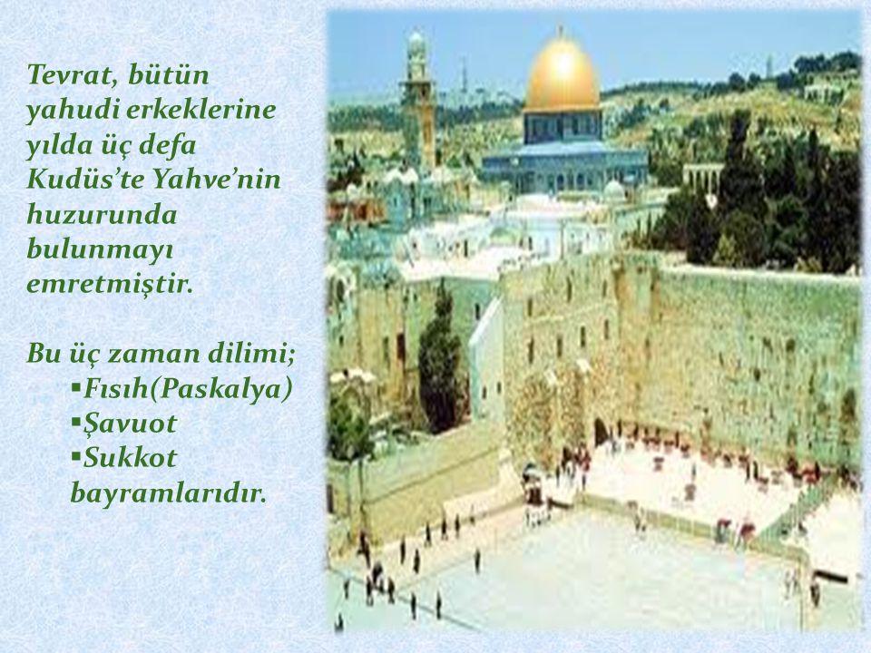 Tevrat, bütün yahudi erkeklerine yılda üç defa Kudüs'te Yahve'nin huzurunda bulunmayı emretmiştir.