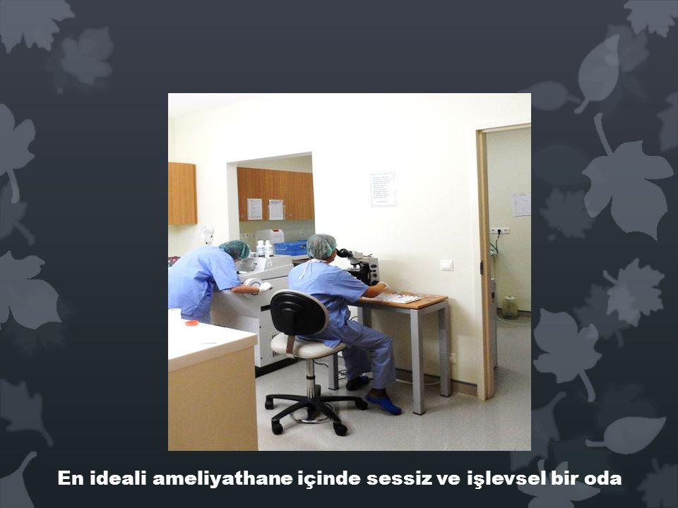 En ideali ameliyathane içinde sessiz ve işlevsel bir oda