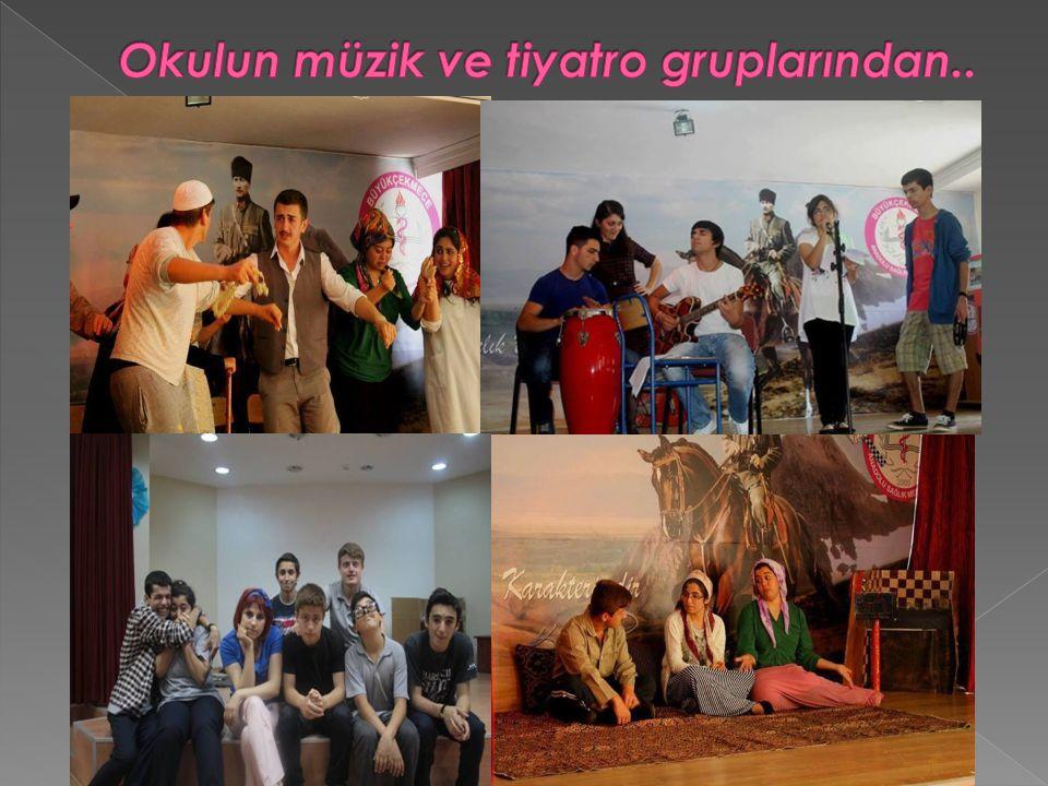 Okulun müzik ve tiyatro gruplarından..