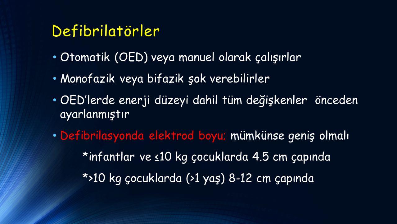 Defibrilatörler Otomatik (OED) veya manuel olarak çalışırlar