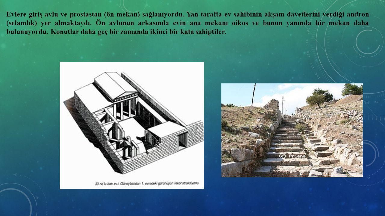 Evlere giriş avlu ve prostastan (ön mekan) sağlanıyordu