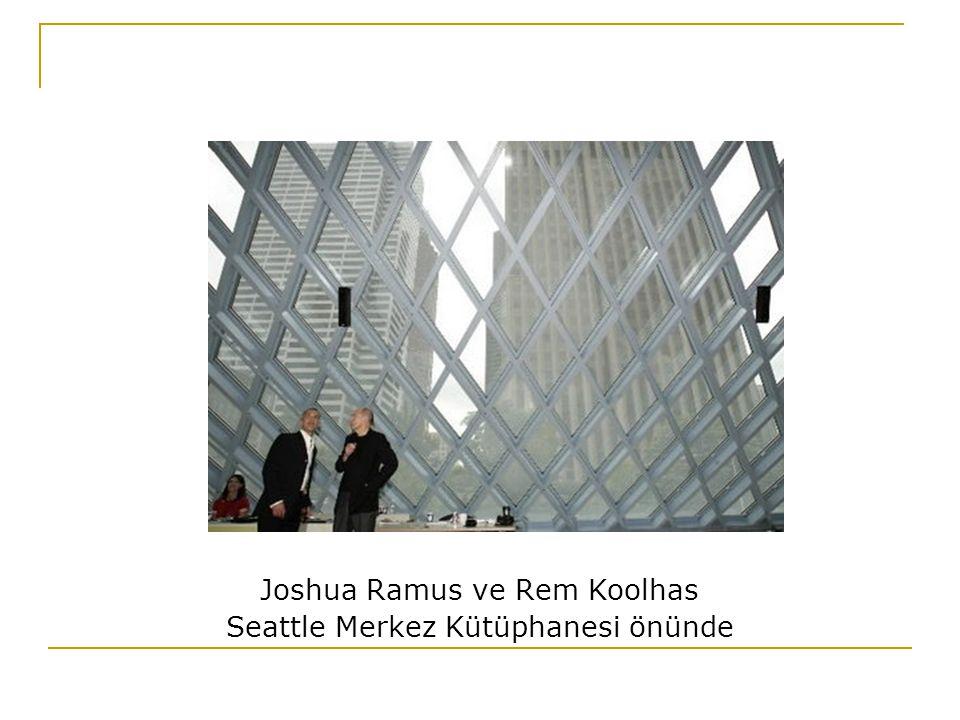 Joshua Ramus ve Rem Koolhas Seattle Merkez Kütüphanesi önünde