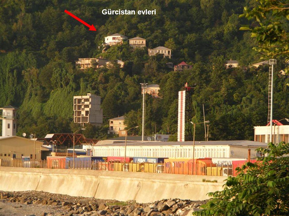 Gürcistan evleri Sınırdan sol taraf Gürcistan.