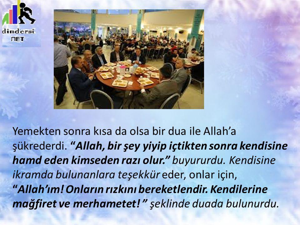 Yemekten sonra kısa da olsa bir dua ile Allah'a şükrederdi