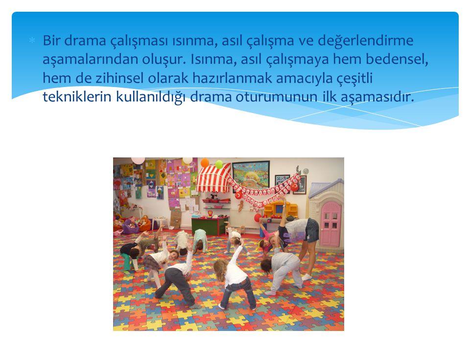 Bir drama çalışması ısınma, asıl çalışma ve değerlendirme aşamalarından oluşur.