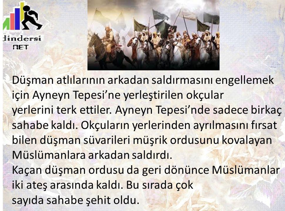 Düşman atlılarının arkadan saldırmasını engellemek için Ayneyn Tepesi'ne yerleştirilen okçular yerlerini terk ettiler.
