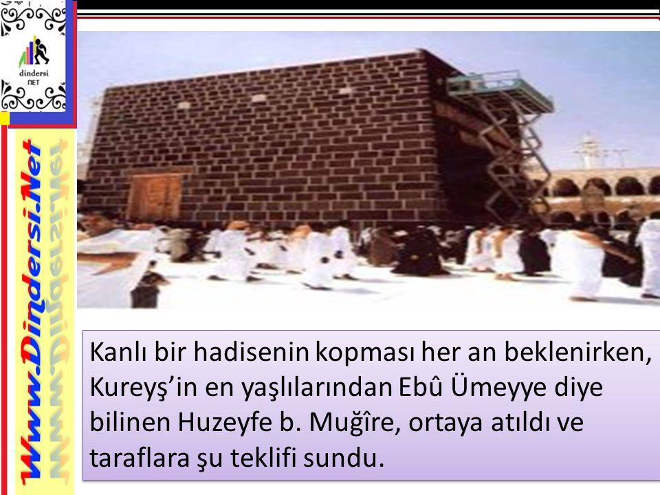 Kanlı bir hadisenin kopması her an beklenirken, Kureyş'in en yaşlılarından Ebû Ümeyye diye bilinen Huzeyfe b.