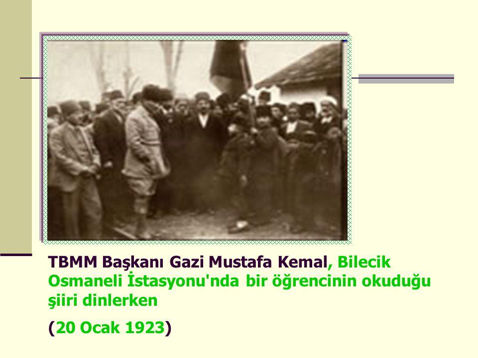 TBMM Başkanı Gazi Mustafa Kemal, Bilecik Osmaneli İstasyonu nda bir öğrencinin okuduğu şiiri dinlerken (20 Ocak 1923)