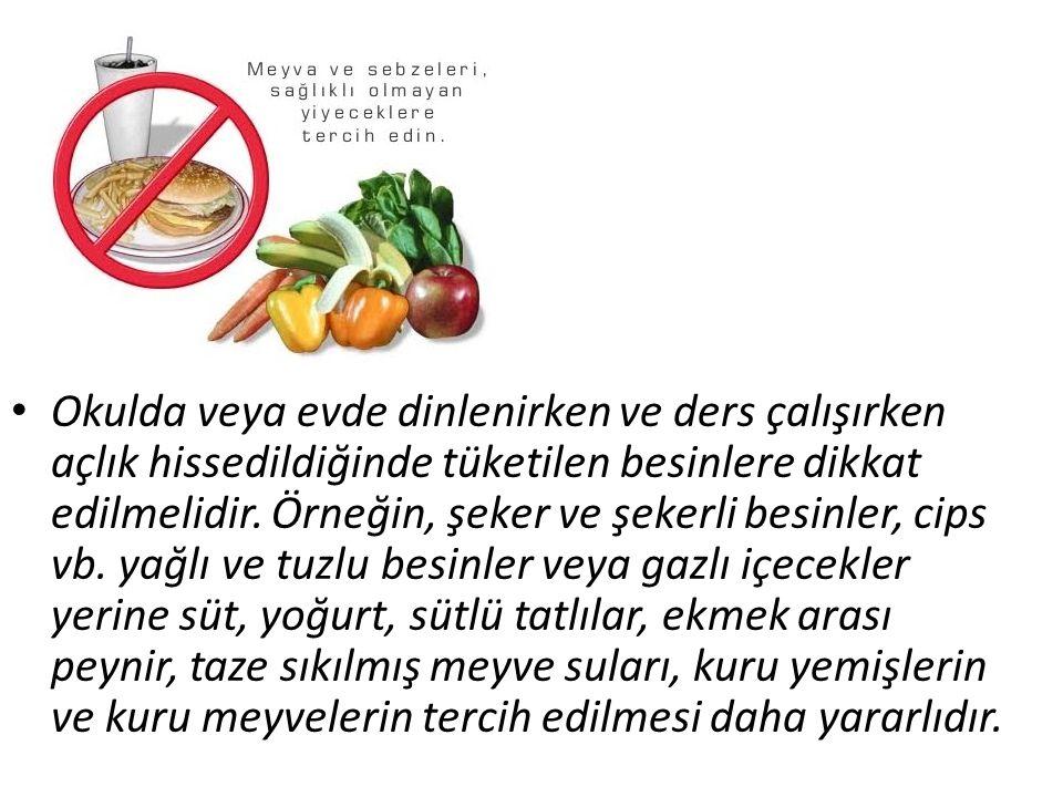 Okulda veya evde dinlenirken ve ders çalışırken açlık hissedildiğinde tüketilen besinlere dikkat edilmelidir.