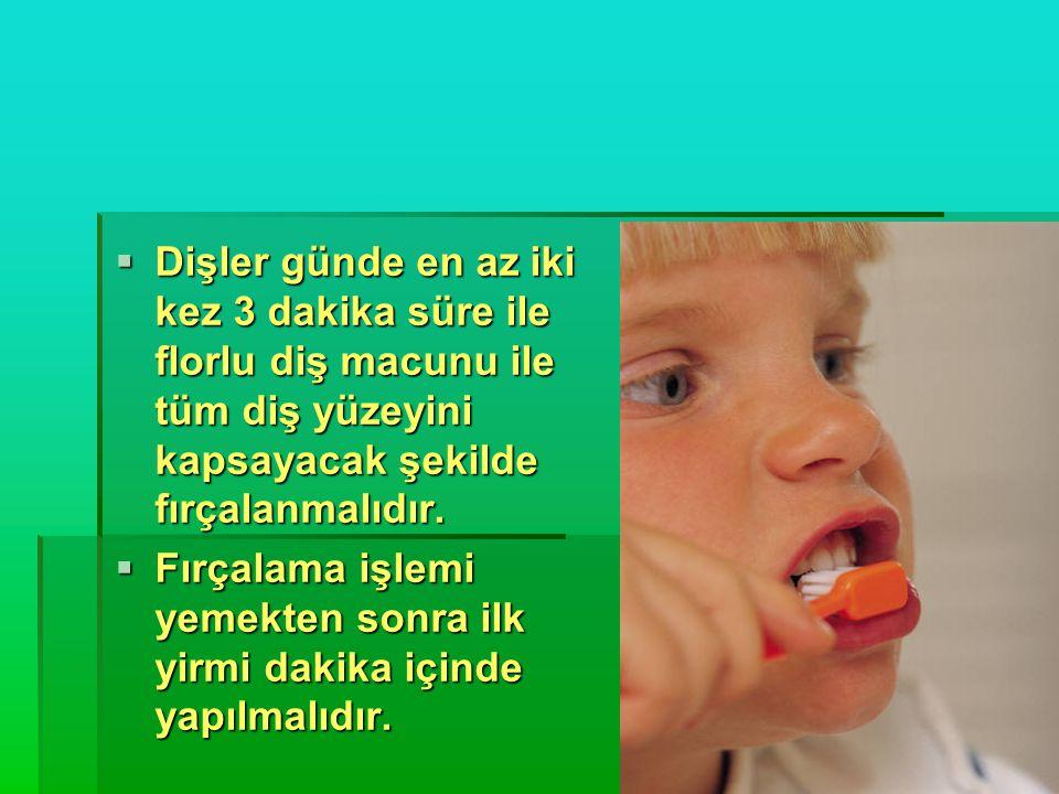 Dişler günde en az iki kez 3 dakika süre ile florlu diş macunu ile tüm diş yüzeyini kapsayacak şekilde fırçalanmalıdır.