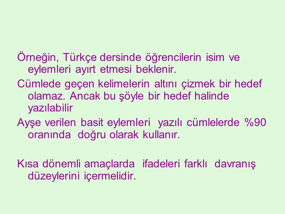 Örneğin, Türkçe dersinde öğrencilerin isim ve eylemleri ayırt etmesi beklenir.