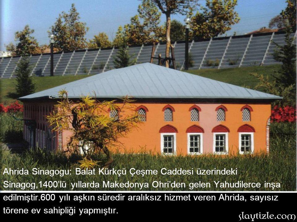 Ahrida Sinagogu: Balat Kürkçü Çeşme Caddesi üzerindeki Sinagog,1400'lü yıllarda Makedonya Ohri'den gelen Yahudilerce inşa edilmiştir.600 yılı aşkın süredir aralıksız hizmet veren Ahrida, sayısız törene ev sahipliği yapmıştır.