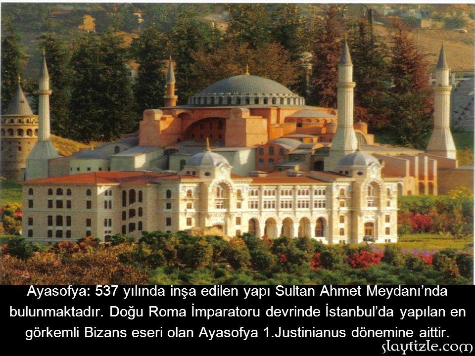 Ayasofya: 537 yılında inşa edilen yapı Sultan Ahmet Meydanı'nda bulunmaktadır. Doğu Roma İmparatoru devrinde İstanbul'da yapılan en görkemli Bizans eseri olan Ayasofya 1.Justinianus dönemine aittir.
