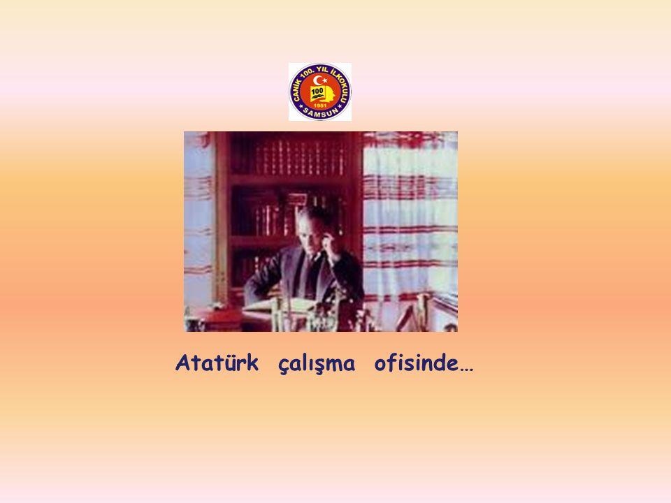 Atatürk çalışma ofisinde…