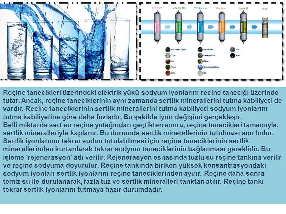 Reçine tanecikleri üzerindeki elektrik yükü sodyum iyonlarını reçine taneciği üzerinde tutar.