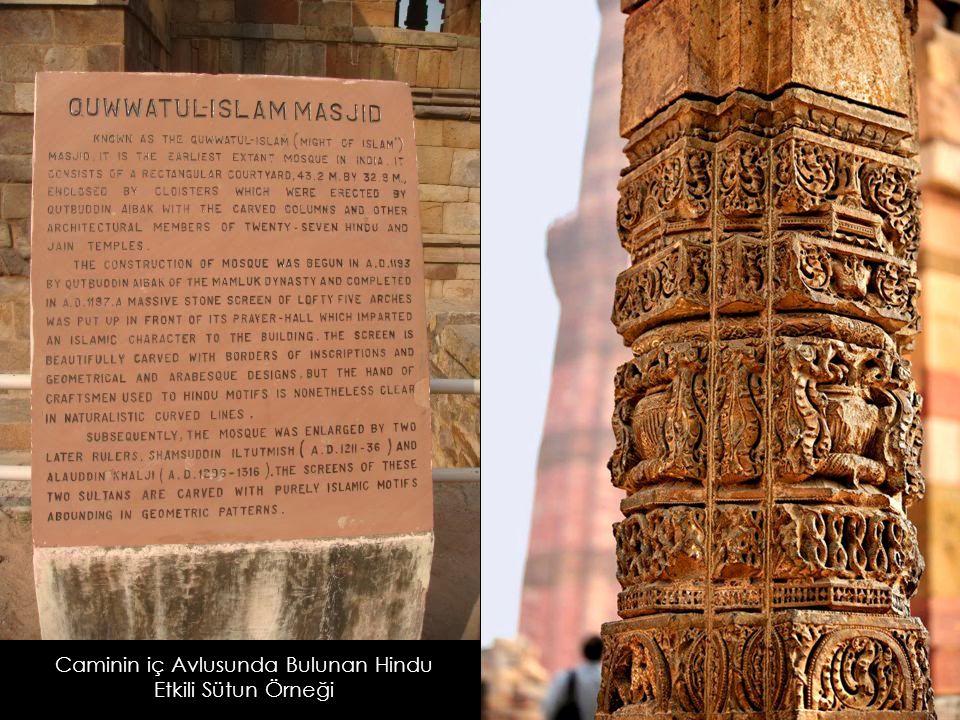 Caminin iç Avlusunda Bulunan Hindu Etkili Sütun Örneği