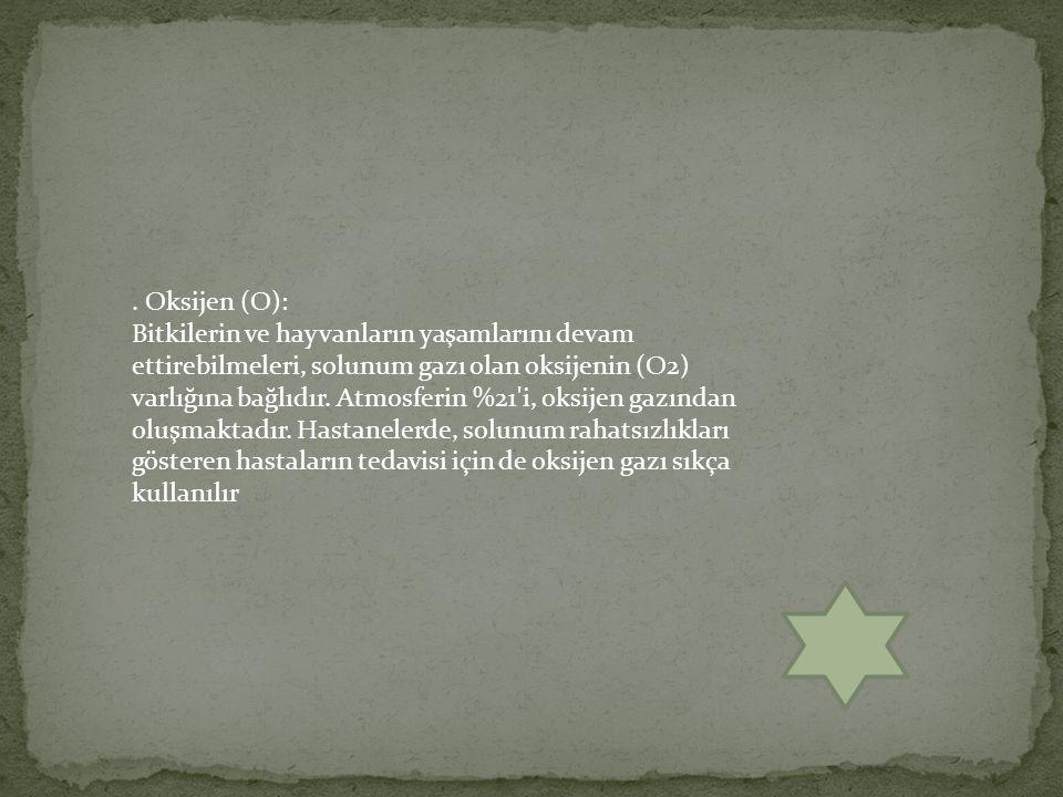 . Oksijen (O):