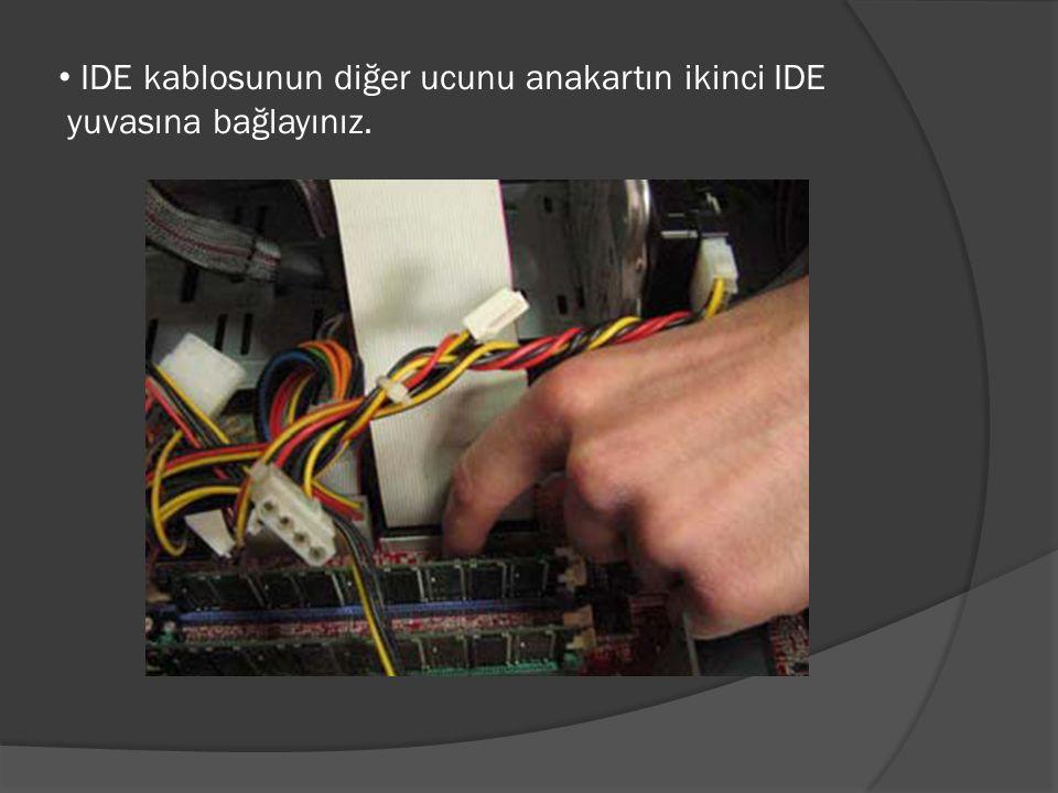 IDE kablosunun diğer ucunu anakartın ikinci IDE yuvasına bağlayınız.