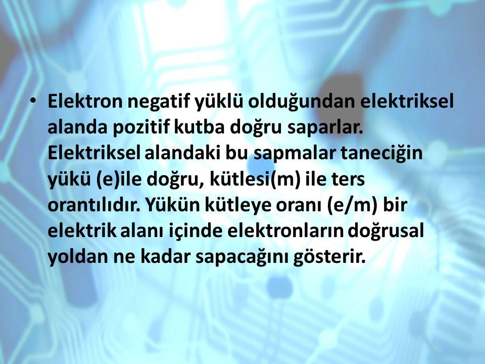 Elektron negatif yüklü olduğundan elektriksel alanda pozitif kutba doğru saparlar.