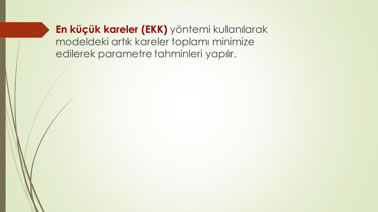 En küçük kareler (EKK) yöntemi kullanılarak modeldeki artık kareler toplamı minimize edilerek parametre tahminleri yapılır.