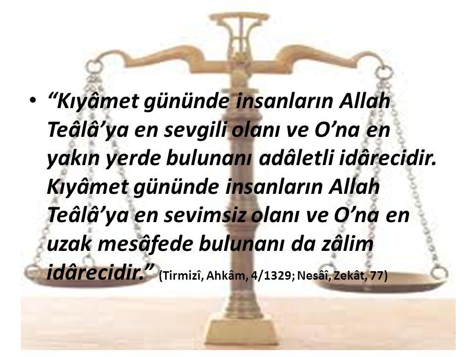 Kıyâmet gününde insanların Allah Teâlâ'ya en sevgili olanı ve O'na en yakın yerde bulunanı adâletli idârecidir.